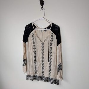 BKE Beaded cream and black top